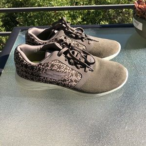 SKETCHERS GOGA shoes, 7.5